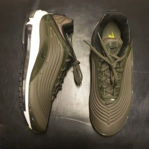 NWOB NIKE AIR MAX DELUXE SE AO8284-300